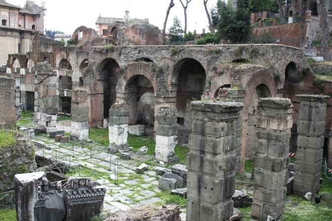 8. Ostaci bazilike Argentaria u Rimu
