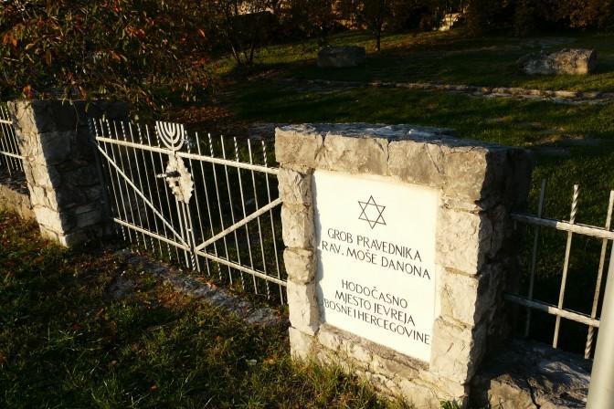 121. Grob rav Moše Danona u Stocu (foto Z.B.)