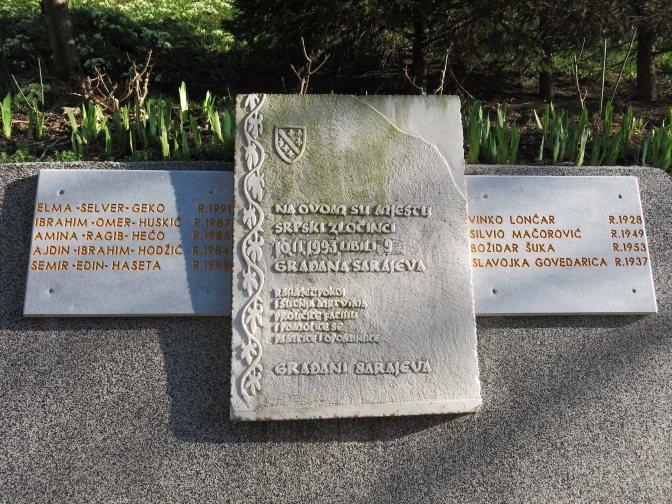 Spomen ploča na Otoci - etnicka podjela gradjana nakon smrti.