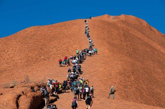 Climbing na Uluru u Australiji