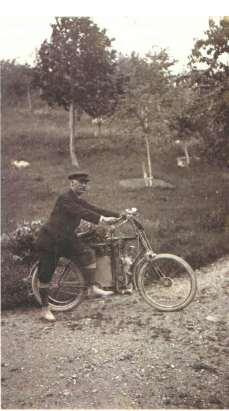 J.Regel sa motornim biciklom